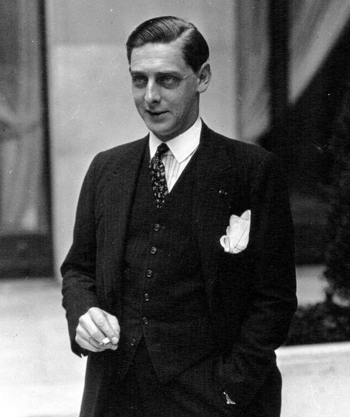 Principele Nicolae al României (alternativ Nicolae Brana; n. 3 august 1903, Sinaia - d. 9 iunie 1978, Lausanne) a fost cel de-al doilea fiu al regelui Ferdinand I şi al reginei Maria, fratele mai mic al regelui Carol al II-lea şi unchi al regelui Mihai I al României - foto preluat de pe ro.wikipedia.org