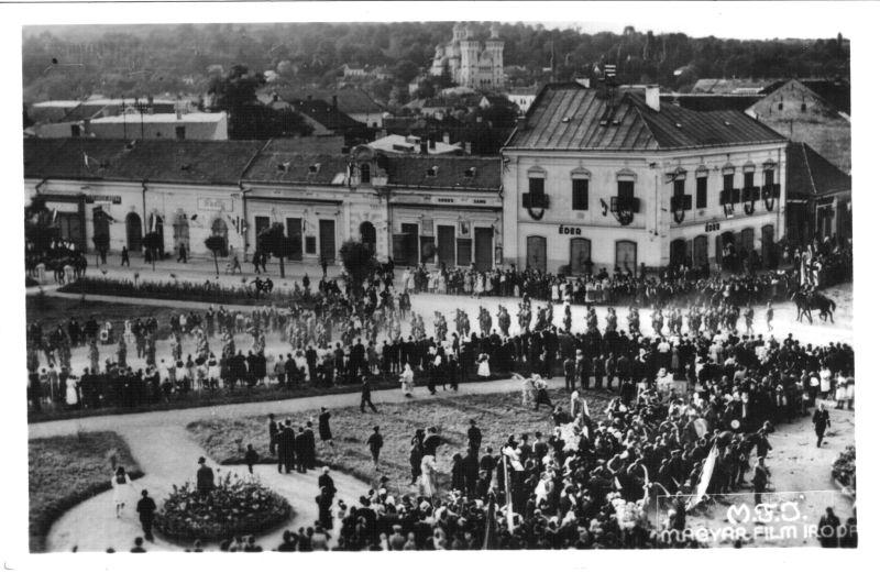Masacrul de la Treznea (9 septembrie 1940) - Trupele maghiare mărșăluiesc în Zalău in ajunul masacrului - foto preluat de pe ro.wikipedia.org