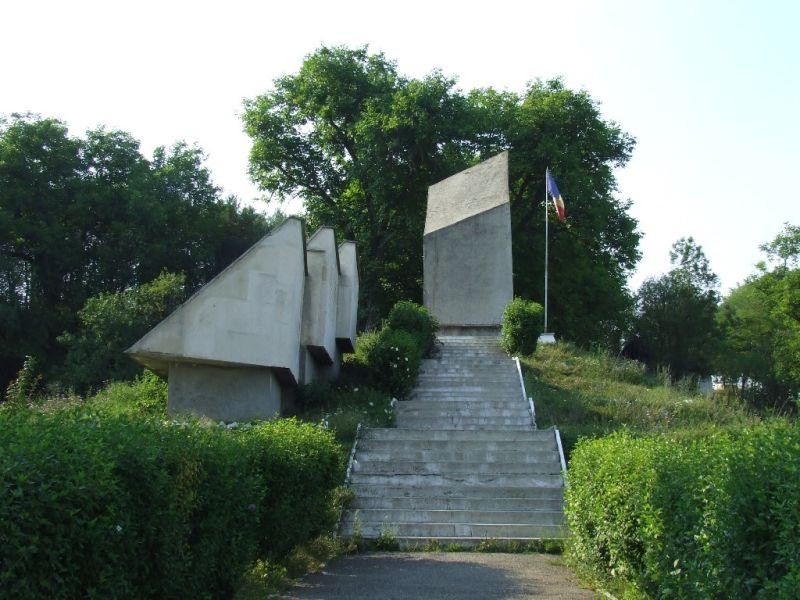 Masacrul de la Treznea (9 septembrie 1940) - Monument in memoria masacrului (Sălaj,, Romania) - foto preluat de pe ro.wikipedia.org