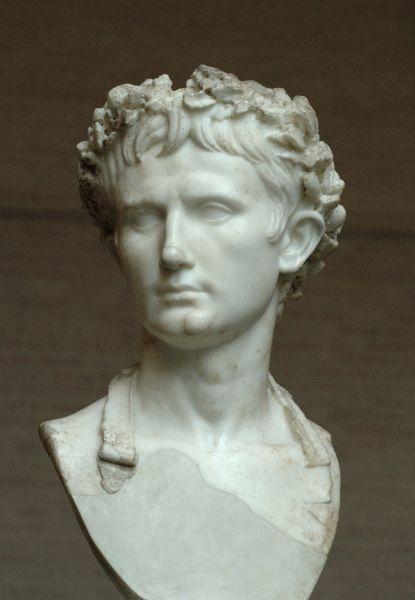Octavianus Augustus Caesar (n. 23 septembrie 63 î.Hr., Roma — d. 19 august 14 d.Hr., Nola), cunoscut anterior drept Octavian, a fost primul Împărat Roman. Deşi a păstrat înfăţişarea Republicii Romane, a condus ca un dictator pentru mai mult de 40 de ani. A încheiat un secol de războaie civile şi a adus o eră de pace, prosperitate şi măreţie imperială. Este cunoscut de istorici cu titlul de Augustus, pe care l-a luat în 27 î.Hr. - foto preluat de pe ro.wikipedia.org