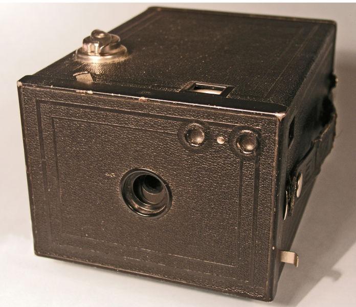 Un aparat de fotografiat Eastman - foto preluat de pe ro.wikipedia.org