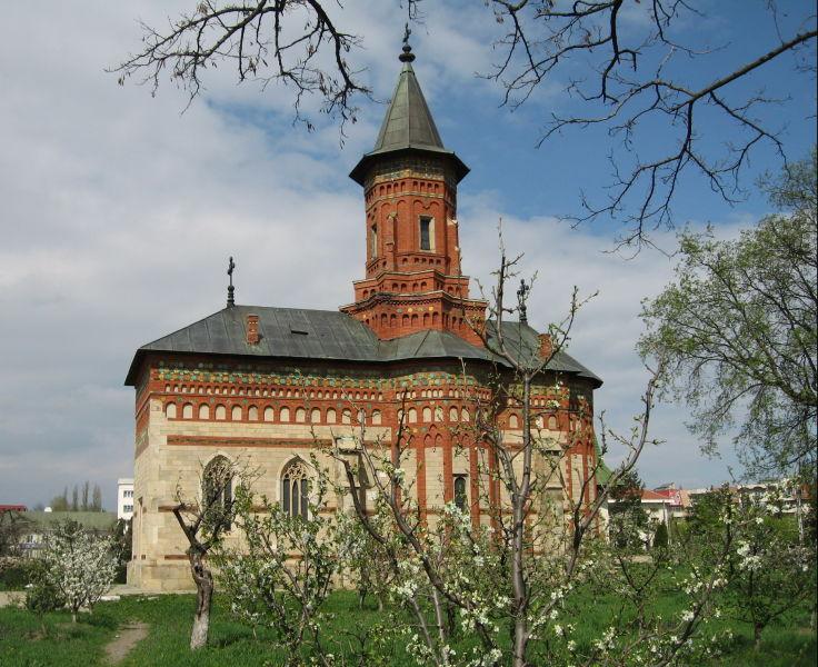 Biserica Sf. Gheorghe din Hârlău este o biserică ctitorită de Ștefan cel Mare în anul 1492. - foto preluat de pe ro.wikipedia.org