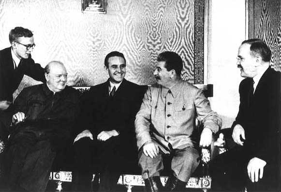 Winston Churchill, W. Averell Harriman, Joseph Stalin, and Vyacheslav Molotov at Fourth Moscow Conference, Russia, Oct 1944, photo 1 of 2 ww2dbase - preluat de pe ww2db.com