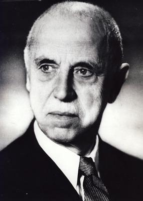 Constantin Ion Parhon (n. 15 octombrie 1874, Câmpulung, România – d. 9 august 1969, Bucureşti, RS România) a fost un demnitar comunist, medic endocrinolog şi neuropsihiatru român, care a îndeplinit funcţia de preşedinte al Prezidiului Marii Adunări Naţionale a Republicii Populare Române (şeful statului) în perioada 13 aprilie 1948 - 2 iunie 1952. Parhon a mai făcut parte dintr-un comitet interimar prezidenţial format din cinci membri (printre care şi Mihail Sadoveanu, Ştefan Voitec, Gheorghe Stere şi Ion Niculi) între 30 decembrie 1947 şi 13 aprilie 1948 - foto preluat de pe ro.wikipedia.org