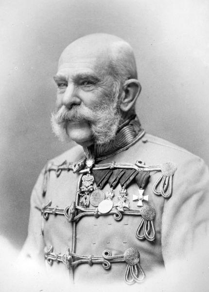 Franz Joseph I al Austriei, (n. 18 august 1830, Viena - d. 21 noiembrie 1916, Viena) a fost un împărat al Austriei din Casa de Habsburg, rege al Ungariei și Boemiei, rege al Croației, mare duce al Bucovinei, mare principe de Transilvania, marchiz de Moravia, mare voievod al Voievodatului Serbia etc. din 1848 până în 1916. Domnia sa de 68 de ani a fost a treia ca lungime dintre domniile din Europa, după cea a regelui Ludovic al XIV-lea al Franței și a principelui Johann al II-lea al Liechtensteinului - foto preluat de pe ro.wikipedia.org