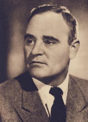 Gheorghe Gheorghiu-Dej (pe numele original Gheorghe Gheorghiu n. 8 noiembrie 1901, Bârlad - d. 19 martie 1965, București) a fost liderul comunist al României din 1948 până la moartea sa și Președinte al Consiliului de Stat al Republicii Populare Române în perioada 21 martie 1961 - 19 martie 1965. Atitudinea politică a lui Gheorghiu-Dej a fost ambivalentă până la moartea lui Stalin iar imediat după aceea a început procesul de destalinizare a României, prin susținerea creării industriei grele, eliminarea influenței culturale a URSS-ului, încurajarea sentimentelor antisovietice și stabilirea de relații diplomatice cu statele occidentale capitaliste, inclusiv cu Statele Unite ale Americii, ceea ce i-a adus și moartea subită în anul 1965, în cadrul ultimei vizite la Varșovia când a fost iradiat - foto preluat de pe ro.wikipedia.org