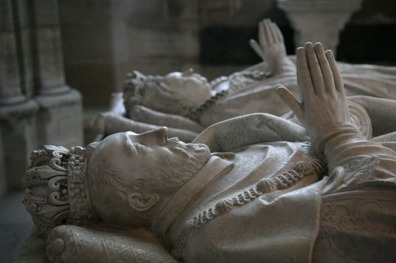 Tombs of Henry II of France and his wife Catherine de' Medici in Basilica of St Denis, Paris - foto preluat de pe en.wikipedia.org