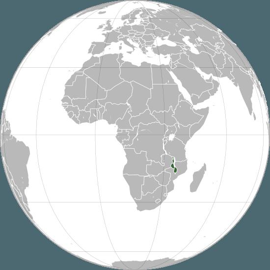 Republica Malawi (engleză Republic of Malawi, API: /məˈlɑːwi/; anterior Nyasaland) este un stat fără ieșire la mare din sud-estul Africii. Teritoriul fost sub suveranitate britanică între 1891 și 1964 când a devenit un stat independent, condus de un partid unic, sub președinția lui Hastings Kamuzu Banda. Banda a rămas la putere până în 1994, când a fost învins în alegeri de fostul colaborator Bakili Muluzi. Acesta rămâne la putere până în 2004 când este ales președinte Bingu Mutharika - foto preluat de pe ro.wikipedia.org