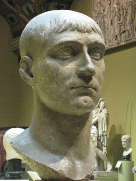 Marcus Aurelius Valerius Maxentius (c. 278-28 octombrie 312) a fost împărat roman din 306 până în 312. A fost fiul împăratului Maximian și ginerele lui Galerius, de asemenea împărat. Maxentius s-a înecat în Tibru în Bătălia de la Podul Milvian - foto preluat de pe ro.wikipedia.org