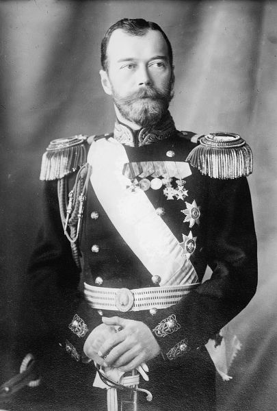 Țarul Nicolae al II-lea al Rusiei sau Nikolai Alexandrovici Romanov (n. 6/18 mai 1868, Țarskoe Selo, Imperiul Rus – d. 17 iulie 1918, Ekaterinburg, Gubernia Perm, Rusia bolșevică) a fost ultimul împărat al Rusiei. A domnit din 1894 până la abdicarea sa din 15 martie 1917 la sfârșitul revoluției din februarie. A fost asasinat împreună cu întreaga sa familie de către bolșevici la ordinul lui Lenin. Canonizat drept sfânt în Biserica Ortodoxă Rusă - foto preluat de pe ro.wikipedia.org