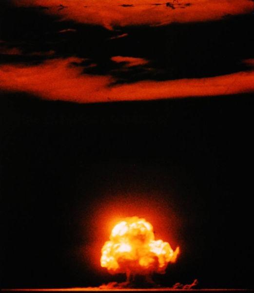 Proiectul Manhattan a avut ca rezultat crearea primelor arme nucleare, și prima detonare de bombă nucleară din istorie, testul Trinity, pe 16 iulie 1945 - foto preluat de pe ro.wikipedia.org