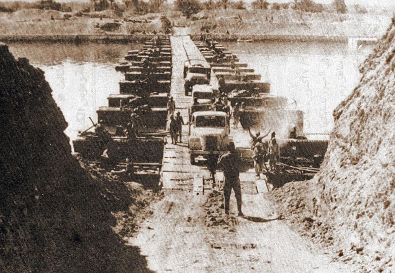 Războiul de Iom Kipur (6 octombrie – 26 octombrie 1973) - Parte din Războiul Rece Conflictul arabo-israelian - Soldații egipteni după traversarea Canalului Suez - foto preluat de pe ro.wikipedia.org