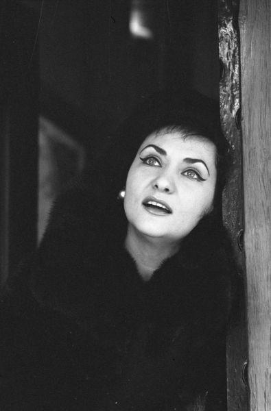 """Virginia Zeani, născută Virginia Zehan, (n. 21 octombrie 1925, Solovăstru, județul Mureș (interbelic)), este o solistă română de operă, una din cele mai prestigioase soprane lirice din anii '50, '60 și '70 ai secolului XX, timp de 25 de ani """"prima donna assoluta"""" a teatrului de Operă din Roma, cântând împreună cu cei mai renumiți tenori, de la Beniamino Gigli și Ferruccio Tagliavini până la Luciano Pavarotti și Plácido Domingo - foto preluat de pe ro.wikipedia.org"""