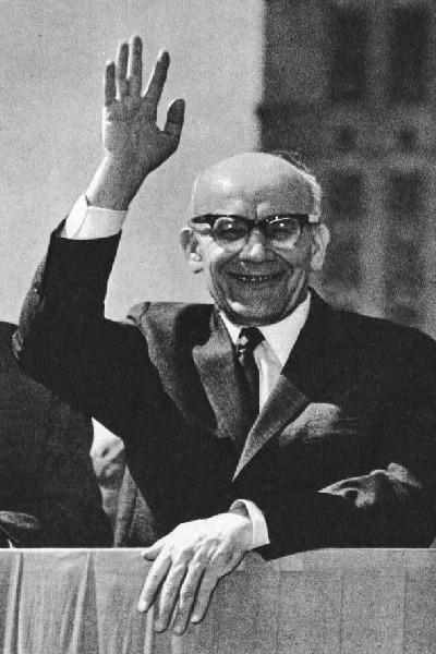 Władysław Gomułka (n. 6 februarie 1905, Krosno, Imperiul Austro-Ungar, azi Polonia -- d. 1 septembrie 1982, Konstancin-Jeziorna) a fost un lider comunist polonez. A fost de facto conducătorul Poloniei între 1945-1948 şi încă o dată, între 1956-1970 - foto preluat de pe ro.wikipedia.org