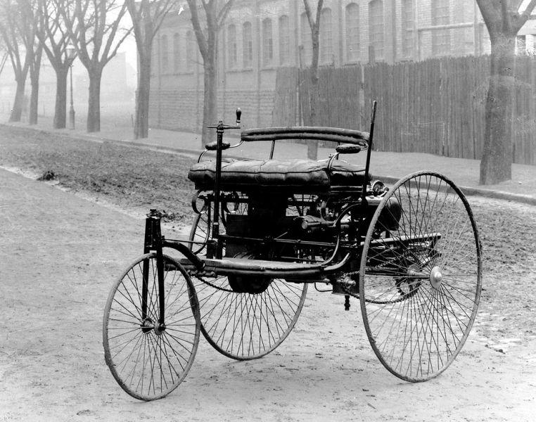 Benz Patent-Motorwagen - ManufacturerRheinische Gasmotorenfabrik Benz & Cie. (known today as Mercedes-Benz) Production 1886–1893 - foto preluat de pe en.wikipedia.org