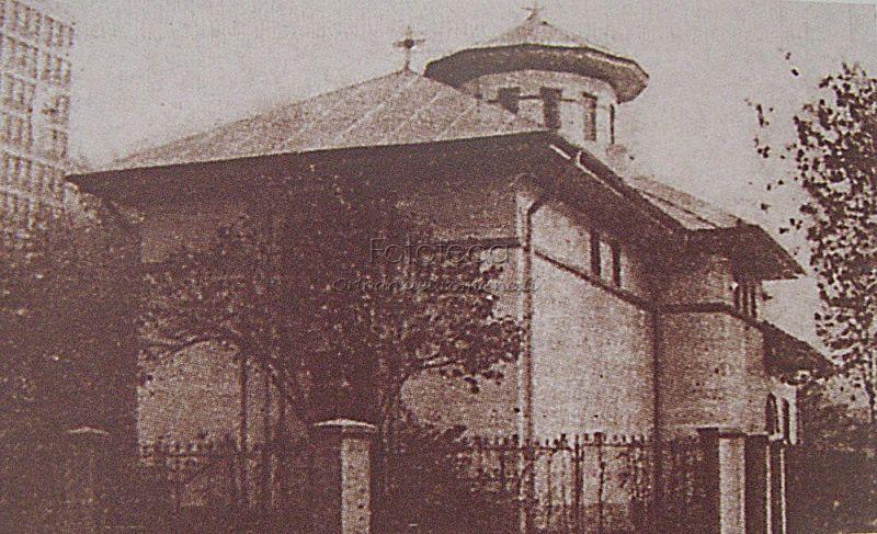 """Biserica """"Doamna Oltea""""- Cuvioasa Parascheva din Bucureşti înaintea demolării (anii 80) - foto preluat de pe fototecaortodoxiei.ro"""