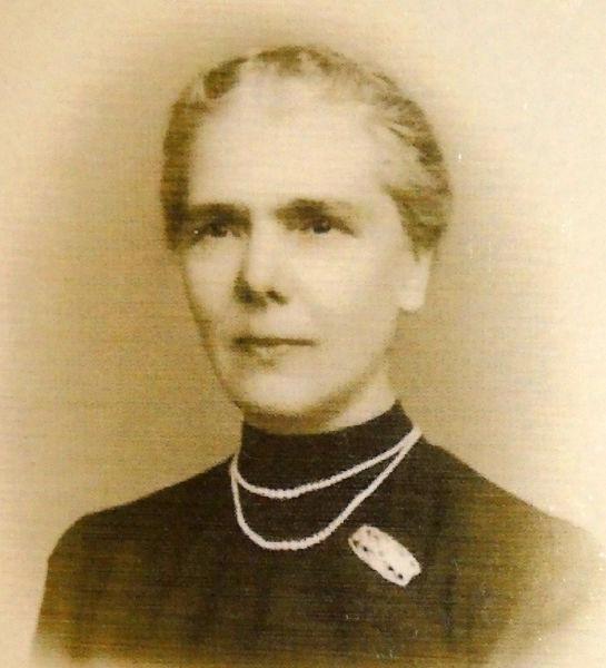 Elisa Leonida Zamfirescu (n. 10 noiembrie 1887, Galați - d. 25 noiembrie 1973, București) a fost o ingineră și inventatoare din România, șefă a laboratoarelor Institutului Geologic al României - foto preluat de pe en.wikipedia.org