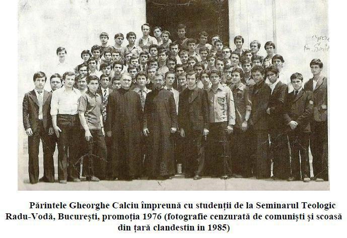 Părintele Gheorghe Calciu împreună cu studenții, la Radu Vodă - foto preluat de pe doxologia.ro