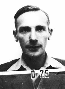 """Sir Joseph (Józef) Rotblat (n. 4 noiembrie 1908, Varșovia – d. 31 august 2005, Londra) a fost un fizician polonez, care s-a autointitulat ca fiind """"polonez cu pașaport britanic"""". Rotblat a fost singurul fizician care a părăsit Proiectul Manhattan (1942-1946) din motive de conștiință - foto preluat de pe ro.wikipedia.org"""