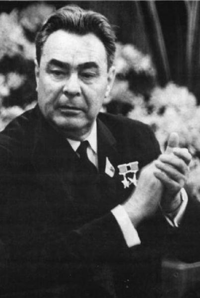 Leonid Ilici Brejnev (n. 19 decembrie 1906 - d. 10 noiembrie 1982) a fost conducătorul efectiv al Uniunii Sovietice din 1964 până în 1982, în calitate de Secretar General al Partidului Comunist al Uniunii Sovietice şi în perioadele 1960 - 1964 şi 1977 - 1982, preşedinte al Prezidiului Sovietului Suprem (şef al statului). Ca şef al statului, a promovat o politică rigidă, ceea ce a dus la o politică de stagnare a vieţii economice şi sociale. A fost urmat la preşedinţie de Iuri Andropov - foto preluat de pe ro.wikipedia.org