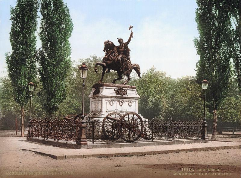 Statuia lui Mihai Viteazul din Bucureşti (Carte poştală cu statuia de dinainte de 1905) - foto preluat de pe ro.wikipedia.org