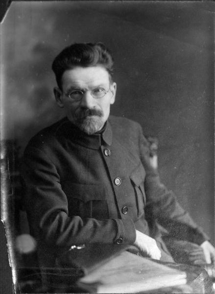 Mihail Ivanovici Kalinin (n. 19 noiembrie (7 noiembrie calendarul iulian) 1875 — d. 3 iunie 1946) a fost un revoluţionar bolşevic şi politician sovietic - (Mihail Kalinin in 1920) foto preluat de pe ro.wikipedia.org