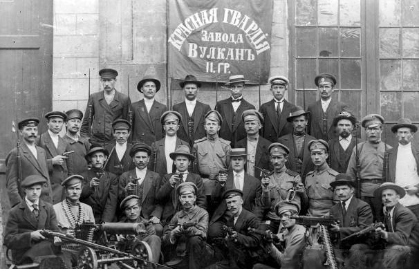 Revoluția din Octombrie (25 octombrie s.v. / 7 noiembrie s.n 1917) (Red Guard unit of the Vulkan factory in Petrograd, October 1917) - foto preluat de pe en.wikipedia.org