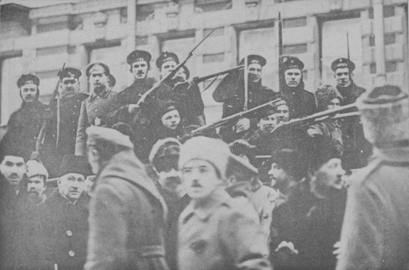 Revoluția din Octombrie (25 octombrie s.v. / 7 noiembrie s.n 1917) - Marinari revoluționari - foto preluat de pe ro.wikipedia.org
