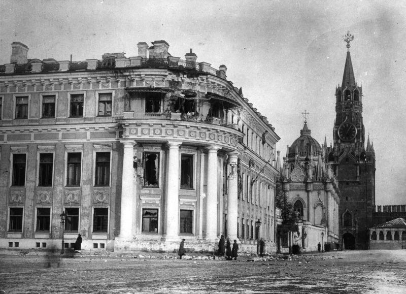 Revoluția din Octombrie (25 octombrie s.v. / 7 noiembrie s.n 1917) - Centrul Moscovei după luptele de stradă, 1917 - foto preluat de pe ro.wikipedia.org