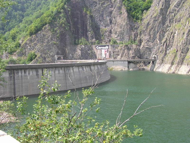 Barajul Vidraru - foto preluat de pe ro.wikipedia.org