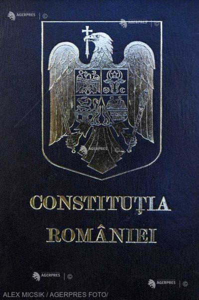 Constituţia României - foto preluat de pe www.agerpres.ro