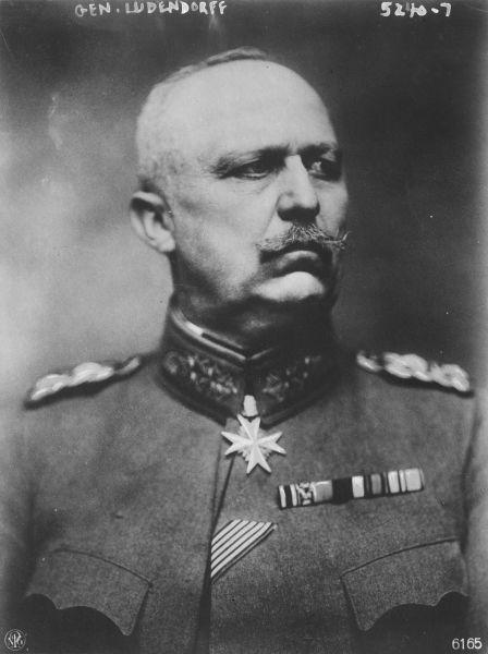 Erich Friedrich Wilhelm Ludendorff (n. 9 aprilie 1865 – d. 20 decembrie 1937) a fost un ofițer în armata germană, activ în timpul Primului Război Mondial, învingător în bătălia de la Liège, și, alături de Paul von Hindenburg, învingător în bătălia de la Tannenberg - foto preluat de pe ro.wikipedia.org