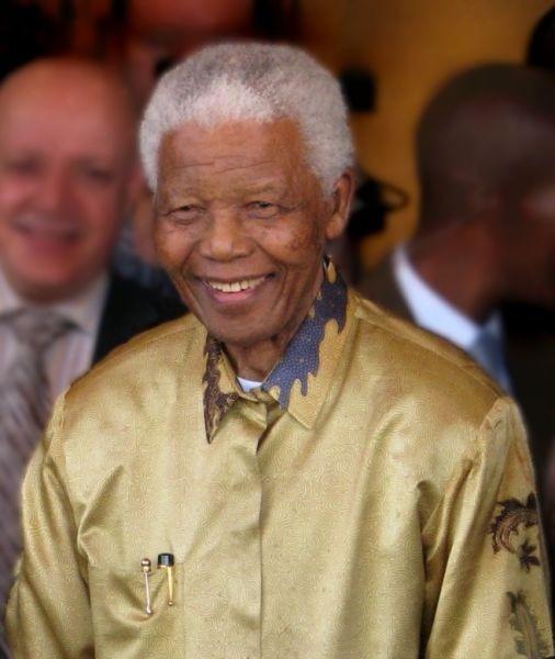 Nelson Rolihlahla Mandela (n. 18 iulie 1918 – d. 5 decembrie 2013) a fost un om politic sud-african, care a deţinut funcţia de preşedinte al Africii de Sud în intervalul 1994-1999. Adversar al apartheidului, a fost primul preşedinte al Africii de Sud ales prin vot universal, într-un scrutin larg reprezentativ şi cu participare multirasială - (Nelson Mandela în Johannesburg, pe 13 mai 2008) - foto preluat de pe ro.wikipedia.org