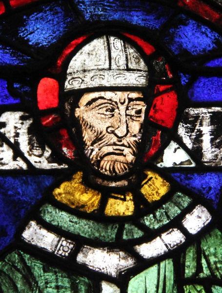 Thomas Becket (c. 1118, Londra – d. 29 decembrie 1170, Canterbury) a fost arhiepiscop de Canterbury din 1162 până în 1170, în timpul regelui Henric al II-lea Plantagenet. Este venerat ca sfânt și martir și de Biserica Catolică și de Biserica Anglicană. Ridicându-se împotriva limitării drepturilor bisericii de către puterea regală, a fost ucis din ordinul regelui (Thomas Becket reprezentat pe un vitraliu al Catedralei din Canterbury) - foto preluat de pe en.wikipedia.org