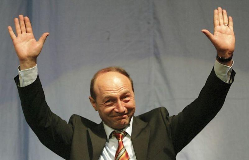Traian Băsescu (n. 4 noiembrie 1951, Basarabi, România) este un politician român, fost președinte al României între 2004 și 2014. Anterior, din iunie 2000 până în decembrie 2004, a fost primar general al municipiului București, ales din partea PD (Traian Băsescu, în 2004) - foto preluat de pe adevarul.ro