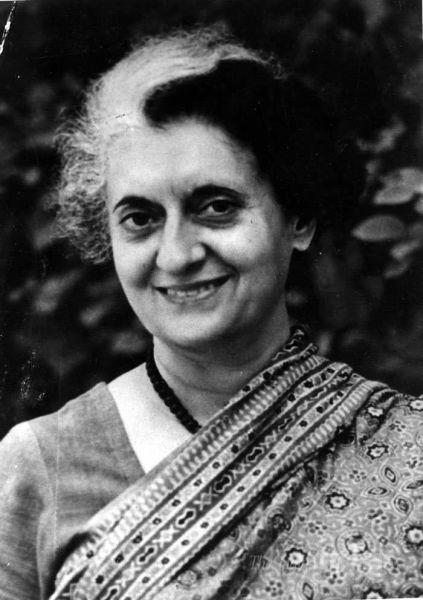 Indira Priyadarshini Gandhi (n. 19 noiembrie 1917 – d. 31 octombrie 1984) a fost prim-ministru al Indiei din 19 ianuarie 1966 până la 24 martie 1977, și, din nou, din 14 ianuarie 1980 până la asasinarea ei pe 31 octombrie 1984 - foto preluat de pe en.wikipedia.org