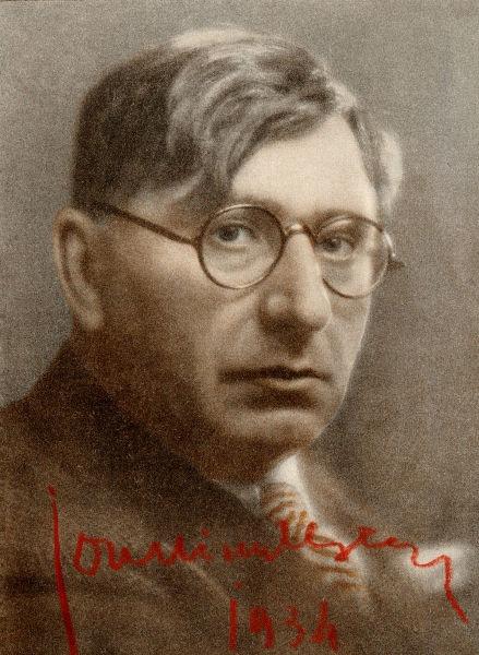 Ion Minulescu (n. 6 ianuarie 1881, București - d. 11 aprilie 1944, București) a fost un poet și prozator român, reprezentant important al simbolismului românesc. Ion Minulescu este numit director general al artelor în 1922 - foto preluat de pe ro.wikipedia.org