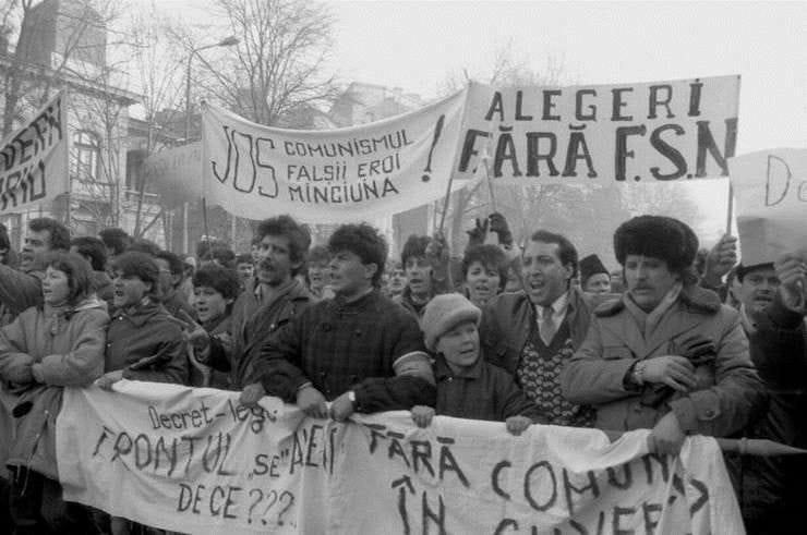 Protest Bucuresti 1990 - foto preluat de pe www.facebook.com