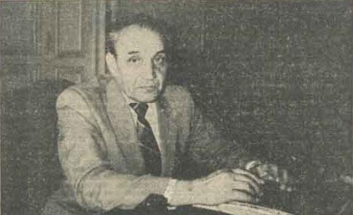 Vasile Paraschiv (n. 3 aprilie 1928 - d. 4 februarie 2011) a fost un muncitor român, care s-a remarcat drept luptător împotriva regimului comunist din România. A fost arestat și torturat de mai multe ori, iar autoritățile au încercat să-i însceneze o boală psihică. I-a fost încuviințată plecarea în străinătate, însă spre surprinderea comuniștilor, s-a întors în România. După Revoluția din 1989 a întreprins eforturi ca vinovații pentru încălcarea drepturilor omului să fie pedepsiți - foto preluat de pe ro.wikipedia.org