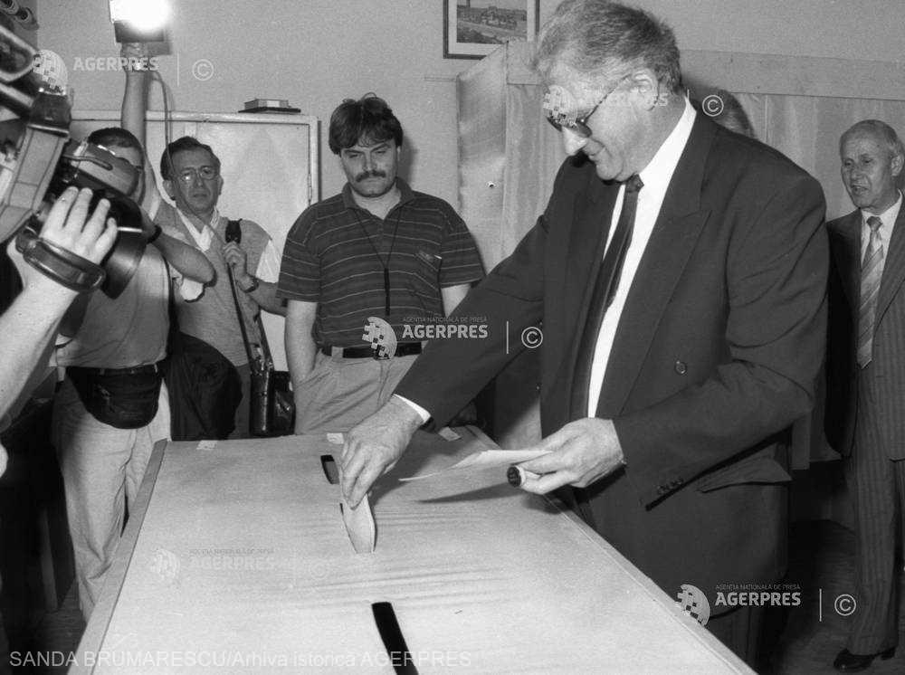 Raul-Victor Surdu-Soreanu, mai cunoscut ca Victor Surdu (n. 11 iulie 1947, Iași - d. 7 aprilie 2011, București) a fost un deputat român în legislatura 1990-1992, ales în județul Constanța pe listele partidului PDAR și ministru al agriculturii între 1989 și 1990. De profesie inginer horticol, Victor Surdu era din 2001 membru al PSD - foto preluat de pe www.agerpres.ro