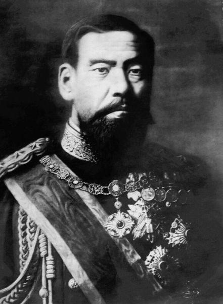 Împăratul Meiji (n. 3 noiembrie 1852, d. 30 iulie 1912) a fost al 122-lea Împărat al Japoniei, care a domnit între 3 februarie 1867- 30 iulie 1912 - foto preluat de pe ro.wikipedia.org