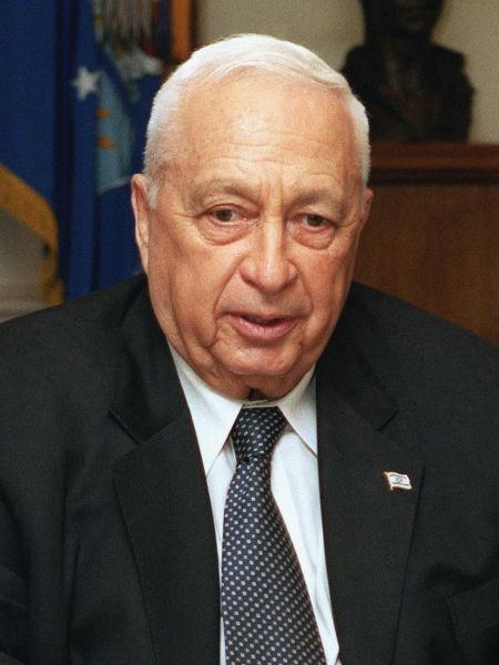 Ariel Șaron (născut, la 27 februarie 1928, în Kfar Malal, în Palestina sub mandat britanic - d. 11 ianuarie 2014, Tel Hashomer, Ramat Gan, Israel) a fost un general și politician israelian. A fost cel de-al 11-lea prim ministru al Israelului între anii 2001-2006 - (Sharon in 2002) - foto preluat de pe en.wikipedia.org