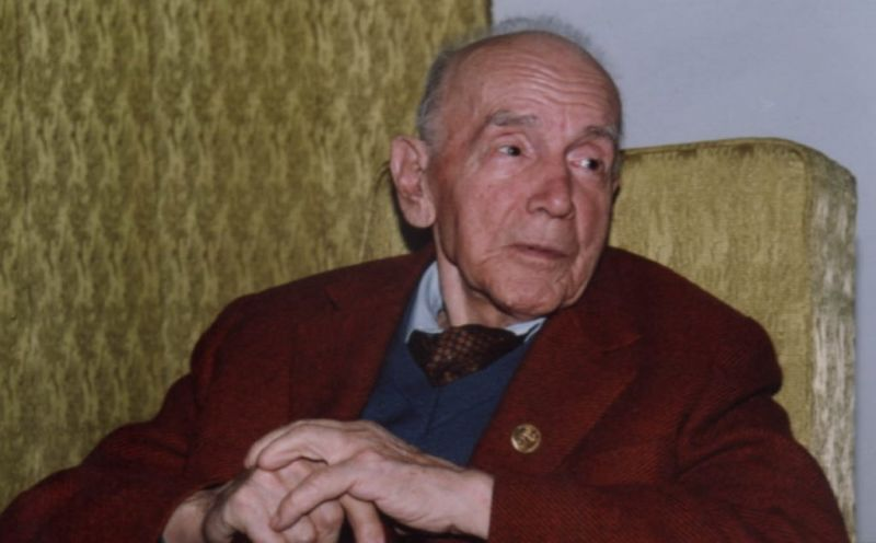Ion (Nicu) Irimescu (n. 27 februarie 1903, Arghira, comuna Preutești - d. 28 octombrie 2005, Fălticeni) a fost un sculptor român, profesor și membru al Academiei Române - foto preluat de pe radioromaniacultural.ro