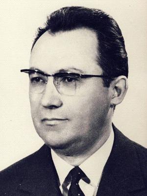 Manea Mănescu (n. 9 august 1916, Brăila – d. 27 februarie 2009) a fost un politician comunist român. Manea Mănescu a fost deputat în Marea Adunare Națională în sesiunile din perioada 1961 - 1989 - foto preluat de pe ro.wikipedia.org