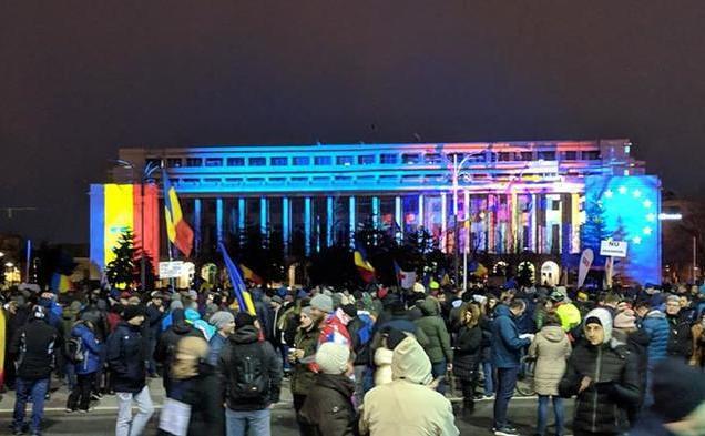 """""""Abrogaţi şi apoi plecaţi!"""" - Protest în Piaţa Victoriei după OUG pe legile Justiţiei (24 februarie 2019) - foto preluat de pe www.epochtimes-romania.com"""