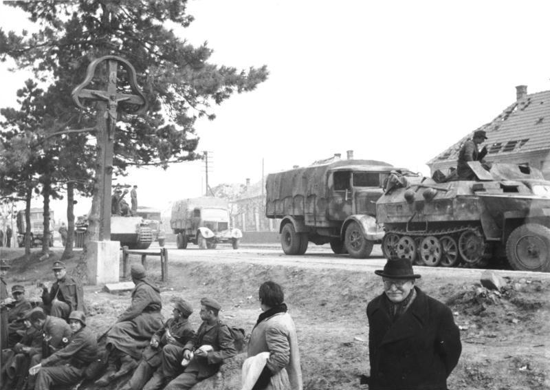 Unitățile germane în ofensivă - foto preluat de pe ro.wikipedia.org