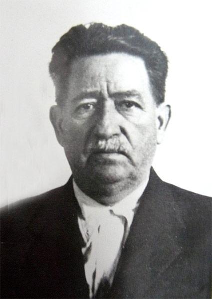 Ion Mihalache (n. 3 martie 1882, Topoloveni, România – d. 5 februarie 1963, Râmnicu Sărat, România) a fost învățător, om politic, ministru în mai multe guverne, fondator și președinte al Partidului Țărănesc, vicepreședinte și apoi președinte (21 nov. 1933 - 23 nov. 1937) al Partidului Național-Țărănesc - foto preluat de pe www.iiccr.ro