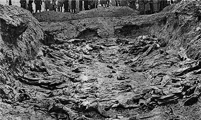 Masacrul de la Katyń (1940) - Groapa comuna la Katyń (1943) - foto preluat de pe en.wikipedia.org