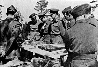 Masacrul de la Katyń (1940) - British, Canadian, and American officers (POWs) brought by the Germans to view the exhumations - foto preluat de pe en.wikipedia.org