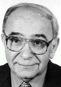Octavian Șchiau (n. 10 martie 1930, Coroisânmărtin, județul Târnava Mică — d. 22 noiembrie 2013, Cluj-Napoca) a fost un filolog și istoric literar român, fost profesor la universitățile din Cluj, Alba Iulia, Leipzig și Tübingen - foto preluat de pe ilierad.ro